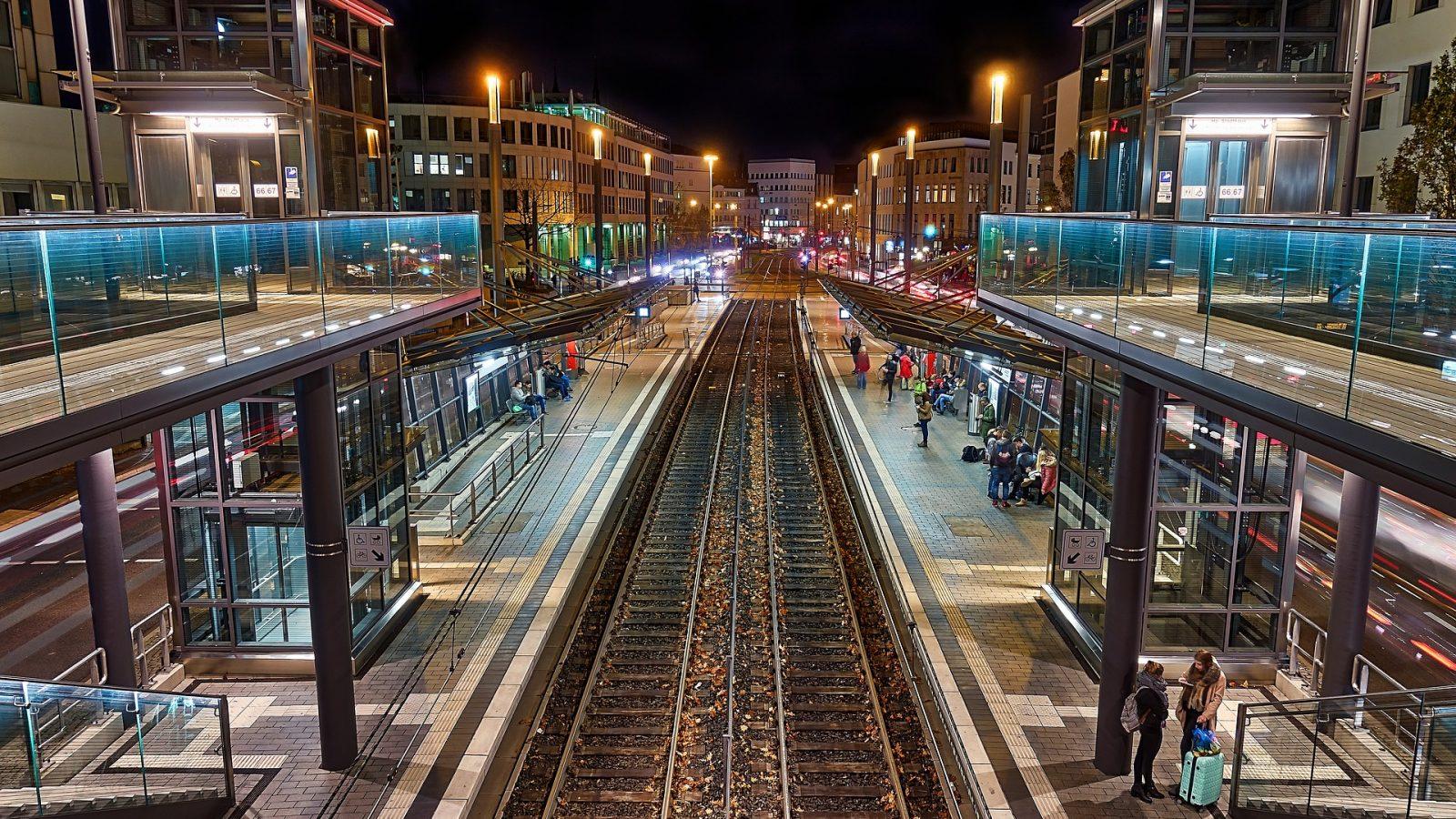 Hotel Bonn Staedtereise Strassenbahn